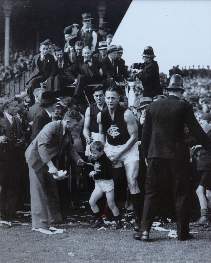1938 Grand Final: Carlton 15.10.100 def Collingwood 13.7.85