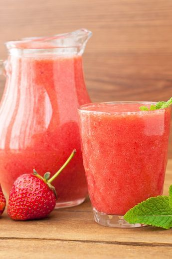 Strawberry Limeade Slush (Weight Watchers) Recipe #weightwatchers #ww #smartpoints #recipe #kitchme #slushie #strawberry #lowfat #lowcalorie #vegetarian #glutenfree #limeade #dessert
