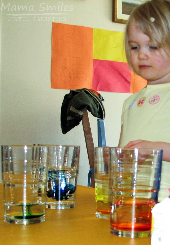 Explore fluid dynamics with this easy hands-on experiment. All you need for this simple physics for kids activity is glasses, water, and food coloring. The perfect preschool STEAM learning activity! via @mamasmiles