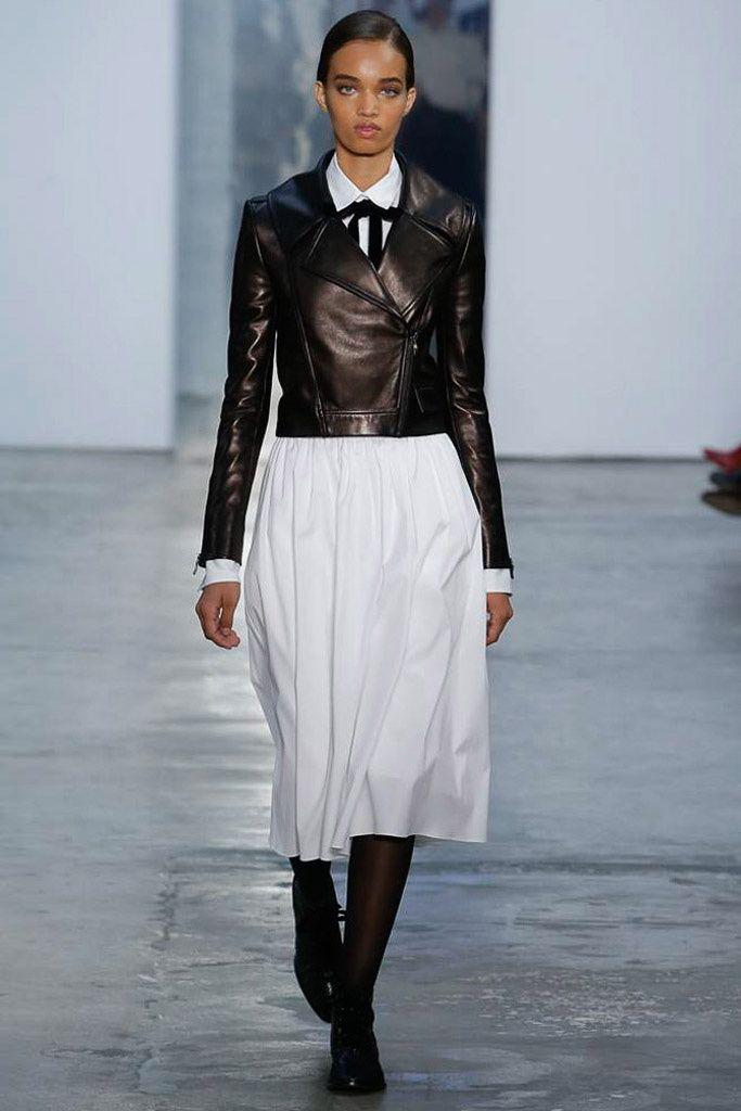 Colección otoño-invierno 2017-2018 de Carolina Herrera...  La perfección, el lujo y la elegancia - es lo que representa la marca Carolina Herrera. Y la nueva colección otoño-inverno 2017-2018 lo confirma plenamente.