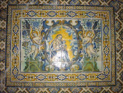 Virgem com o Menino Jesus ao colo (2º quartel do séc. XVII). Painel com 6 x 8 azulejos (70 x 112 cm). Arquidiocese de Évora