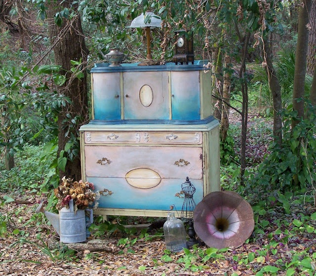 Painting a dresser~this link has tons of inspiration: Dishfunct Design, Paintings Furniture, Vintage Dressers, Upcycled Dressers, Drawers Divas, Junk Drawers, Chalk Paintings, Antiques Dressers, Bohemian Inspiration