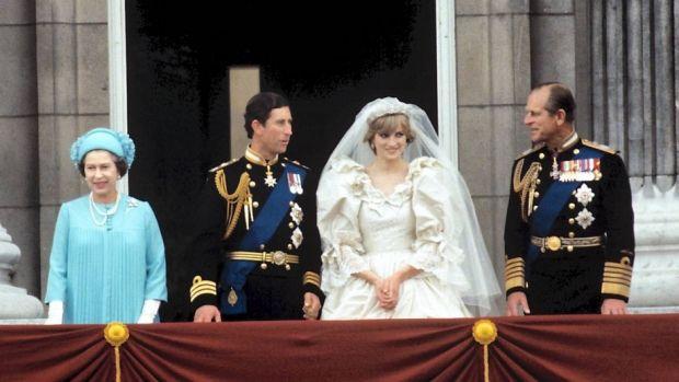 Dronning Elizabeth, prins Charles, prinsesse Diana og prins Philip.