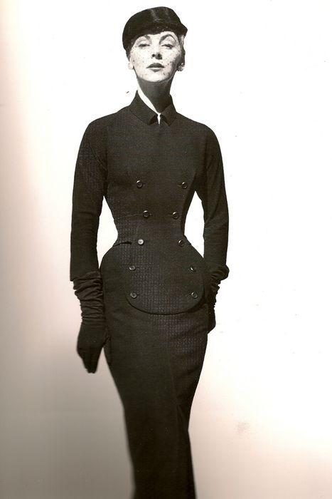 Dior Dress, 1952. Similar to the 2012 pre-fall piece. Timeless, classic style.  Ahhh so simple.