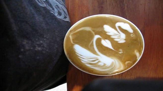 Kahve Sanatı - Hoş Kuğu Tasarımı - Basit teknikler ile fincanda yaratıcı kuğu çizimi