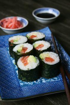 Sushis saumon-avocat maison - comment réussir les sushis