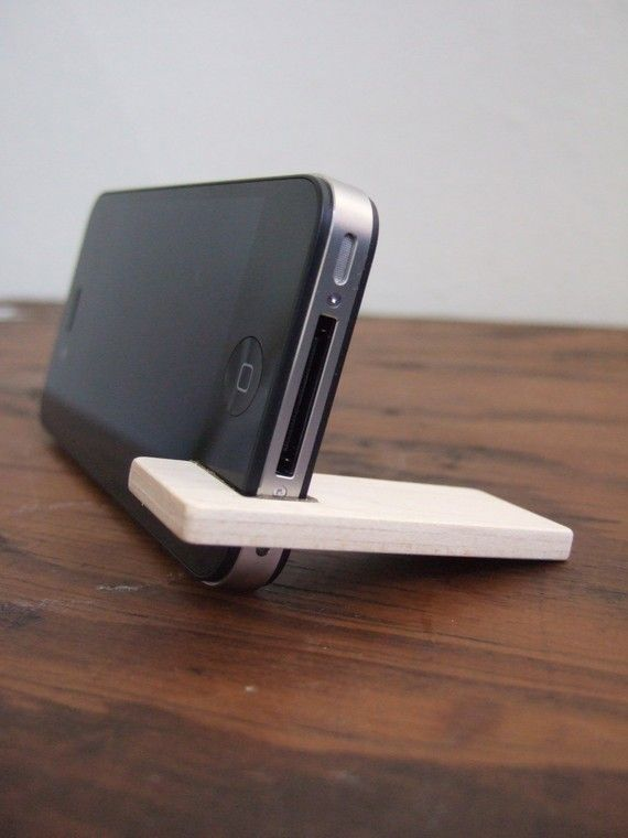 wood iPhone 4 / 4S / 5C stand. cherry with por yournestinspired