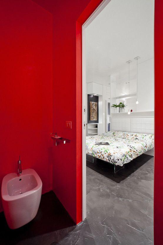 la zona notte dalla toilette : Bagno minimalista di 23bassi