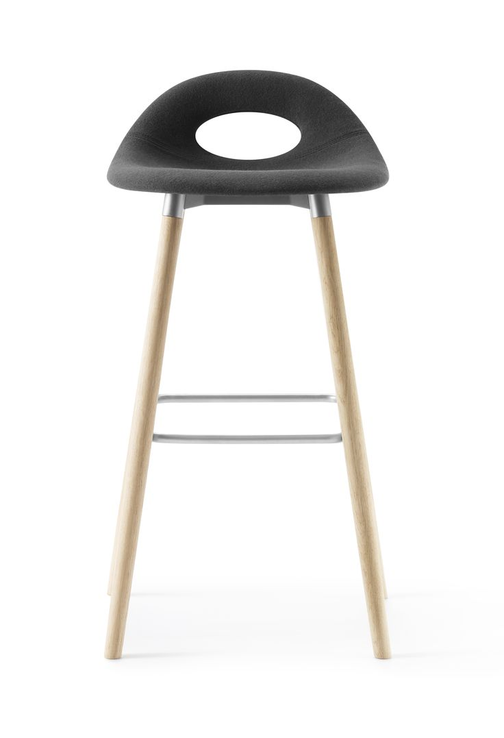 Full padded black and full height SayO Bar Stool with wood legs. Find out more on www.sayo.dk