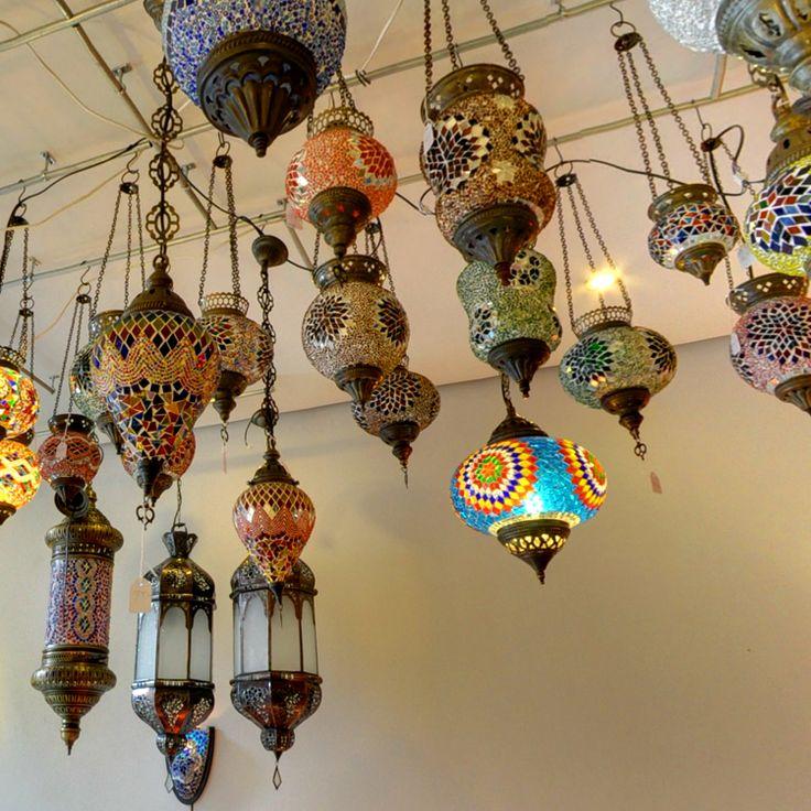 Als je de sfeervolle winkel van Mardie Collections aan de Zadelstraat in Utrecht binnenstapt, waan je je meteen in #Arabische en Indiase sferen. Je vindt hier unieke Arabische #lampen en bijpassende mozaïektafels uit Marrakech.