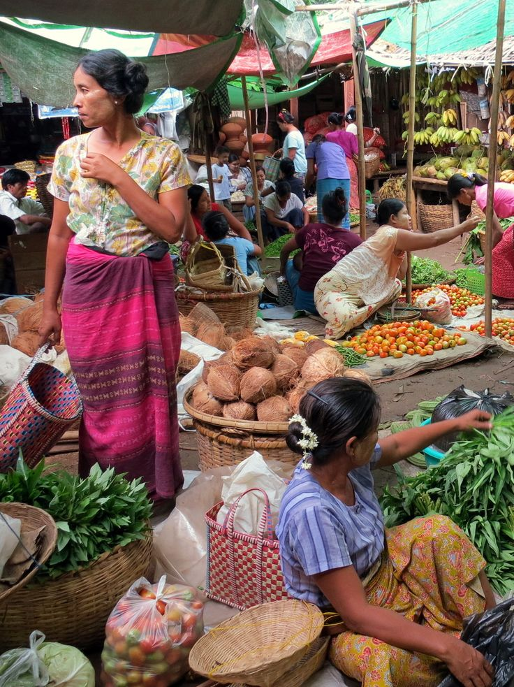 The colorful morning market at Nyaung U