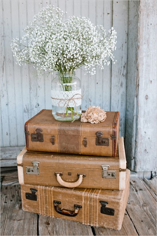 vintage suitcases and babys breath bouquet #weddingdecor #babysbreath #weddingchicks http://www.weddingchicks.com/2014/02/10/i-heart-fall-wedding-inspiration/