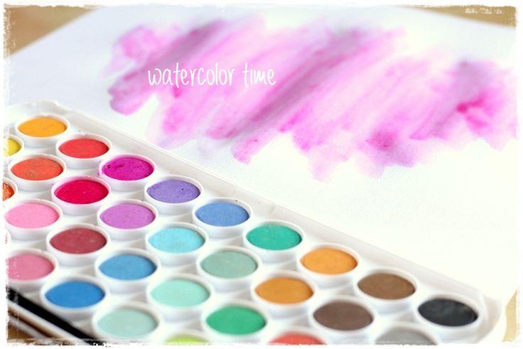 Sada akvarelových barev pro různé kreativní techniky.