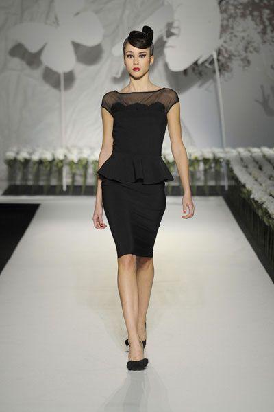 A Pitti Immagine Uomo sfilano le donne. Le dolci, eleganti creature di Chiara Boni. Vestite di abiti facili e pratici da mettere in valigia. Per giornate, ma