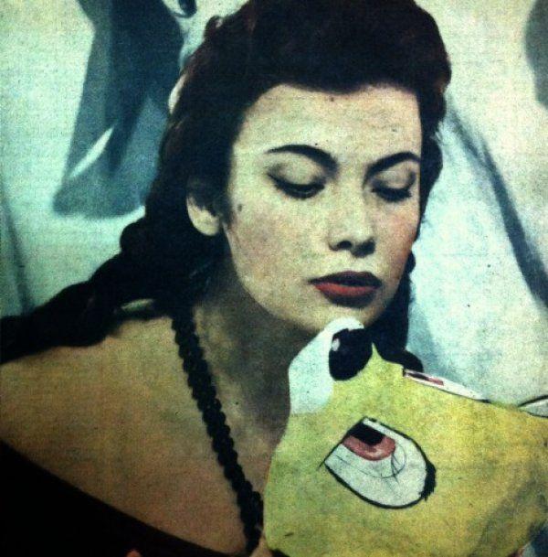 Δείτε το σπάνιο αποκριάτικο εξώφυλλο της Τζένης Καρέζη 59 χρόνια πριν!