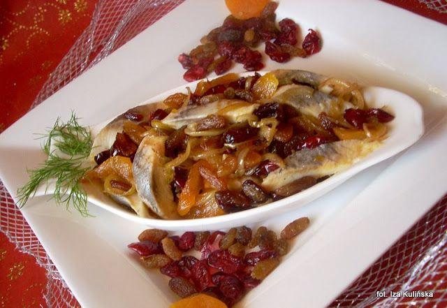 Smaczna Pyza sprawdzone przepisy kulinarne: Śledzie z owocami suszonymi