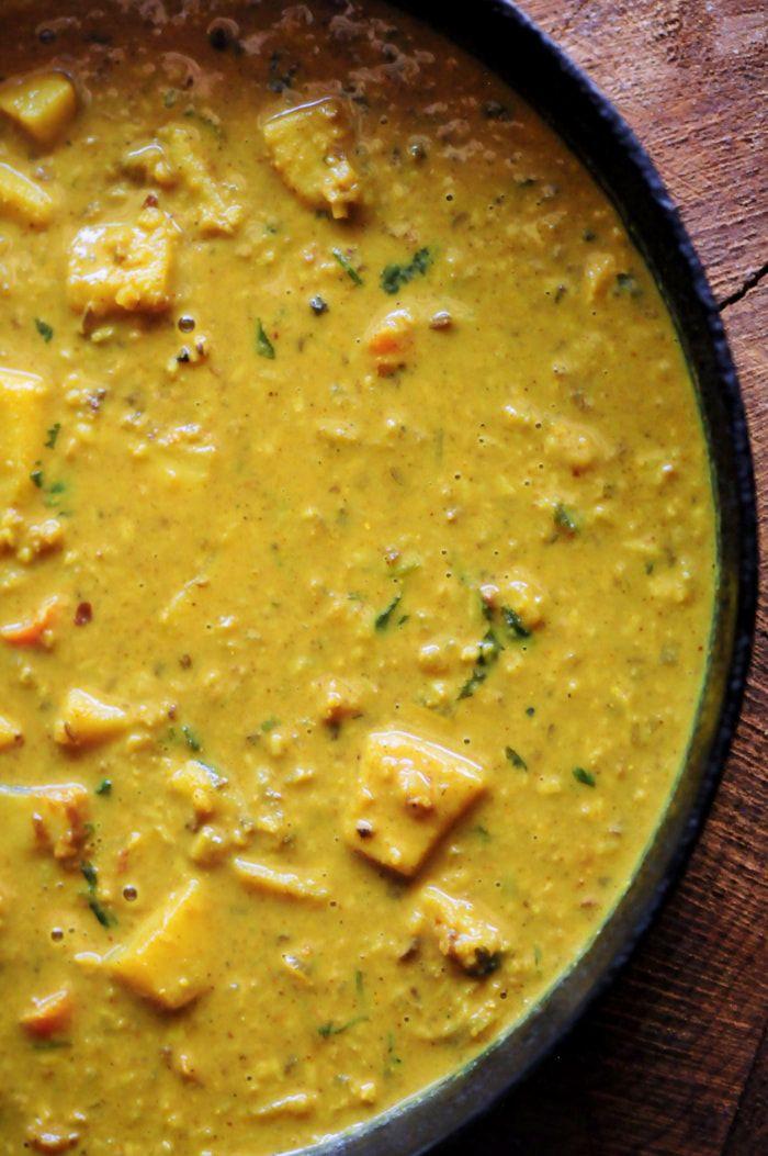 Sweet Potato and Cauliflower Rice Coconut Curry (Gluten-Free, Vegan) #cauliflower #rice #coconut #curry #sweetpotato #healthy #dinner #vegan #glutenfree