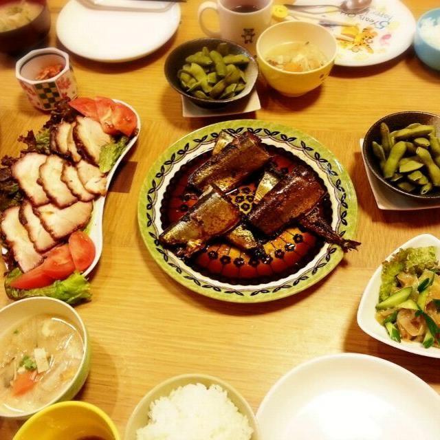 売り出しの100円サンマを中心に~  豚汁、 あとは頂き物を中心に~ 黒豆の枝豆、 焼き豚、 胡瓜クラゲの中華風、 キムチ、  年中ですが…  月が綺麗な欲の秋~~~ - 15件のもぐもぐ - お疲れ様☆晩御飯~ by miwakichi555