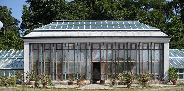 Műemlék pálmaház a Kastélymúzeum botanikus kertjében