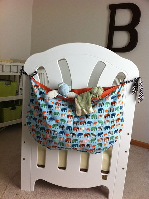 Crib end toy bag. could work on a twin or bunk too! -hc