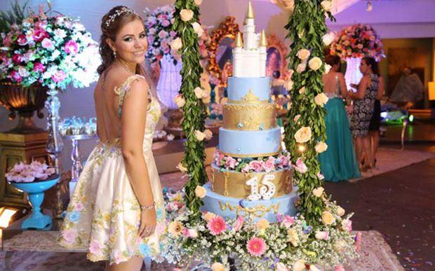 Gabriela Silva transformou sua festa no baile da Cinderela