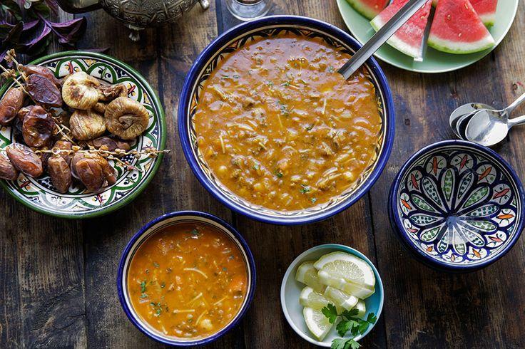 For+marokkanere+er+det+umulig+å+snakke+om+marokkansk+matarv+uten+å+ta+med+Harira.+Denne+tradisjonelle+suppen,+som+lages+av+kjøtt,+kikerter,+linser+og+tomater+spises+i+alle+familier+hver+kveld+gjennom+hele+Ramadan,+men+den+spises+også+resten+av+...