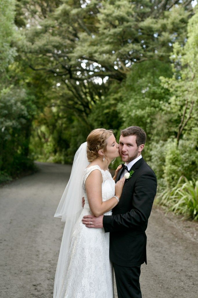Looking for a great resource to plan your wedding? 6 Months to Plan Your Wedding…