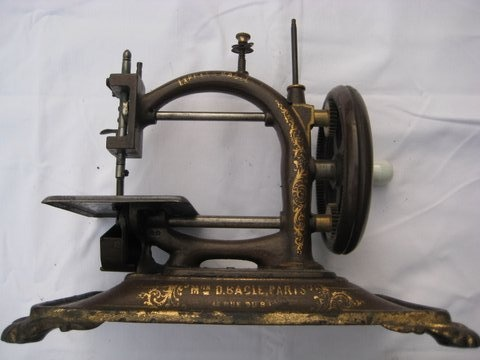 445 Best Antigue Sewing Machines Images On Pinterest