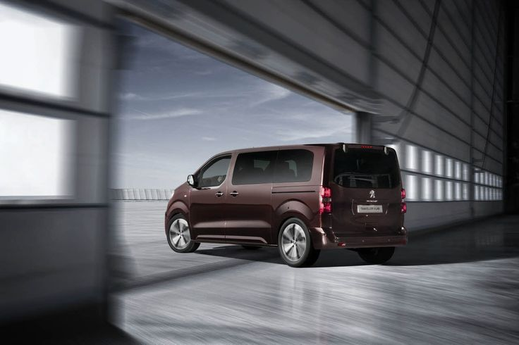 The Peugeot Traveller i-Lab concept constitutes the next generation of business environment.