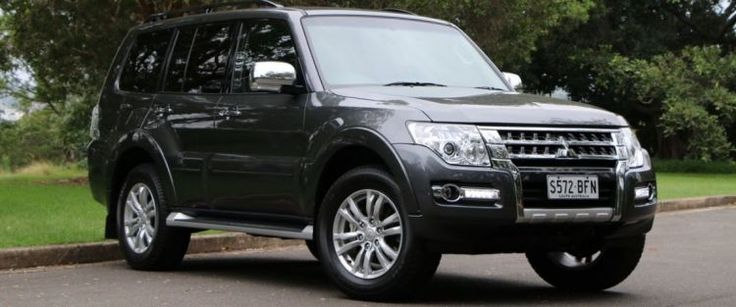 Mitsubishi Pajero now with gray badge