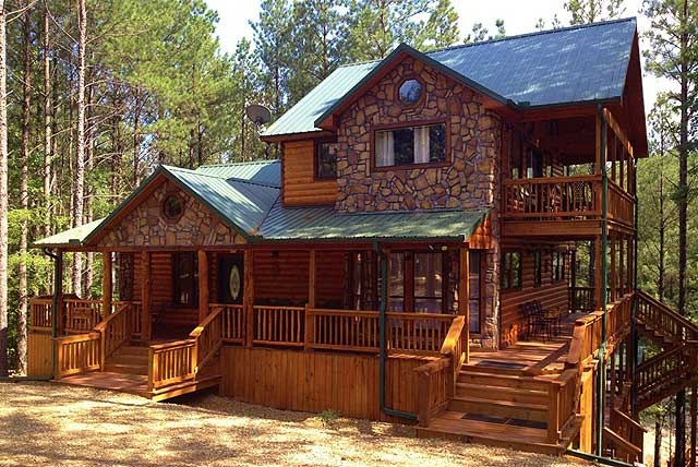 Hilltop Green Manor 4 BR w/ King beds, Queen/twin bunk in upstairs common room. $690/night, book 2 get 3rd free. On the water!