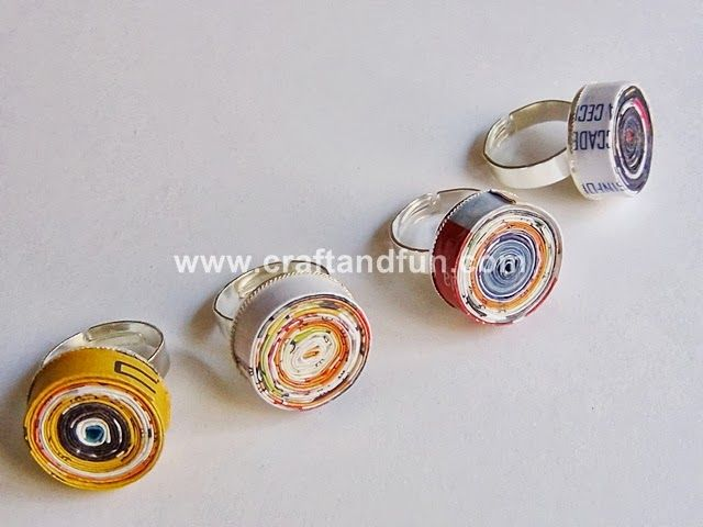 Riciclo Creativo Carta dei Giornali So many fun jewelry. Recycled magazines, plastic bottels and more.