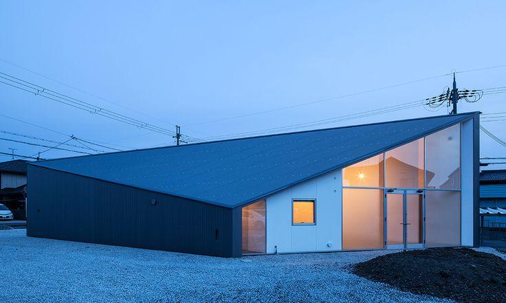 Alphaville Skyhole House. http://www.selectism.com/2015/03/03/alphaville-skyhole-house-shiga-japan/