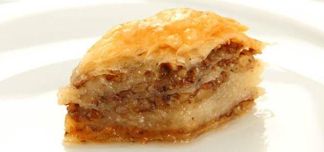 Tuğbiş Mantı'nın sevilen tatlarından bir tarif daha sizler için; Cevizli Ev Baklavası ;)  http://www.yemekhaberleri.com/cevizli-ev-baklavasi/