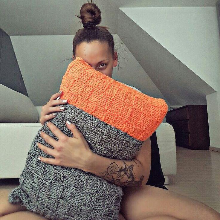 Kniiting pillow #Soay #neonattack