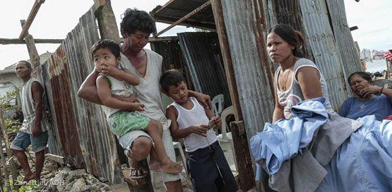 """Die Menschen auf den Philippinen sind verzweifelt. Medikamente und Wasser sind knapp. Jetzt drohen Seuchen. """"Durch den Taifun sind Trink- und Abwasserleitungen zerstört und Brunnen verunreinigt worden. Wir fürchten, dass sich aufgrund des verschmutzten Wassers Infektionskrankheiten wie Cholera und Typhus ausbreiten. Vor allem Kinder sind jetzt gefährdet"""", sagt Bernd Pastors, Vorstand bei action medeor."""