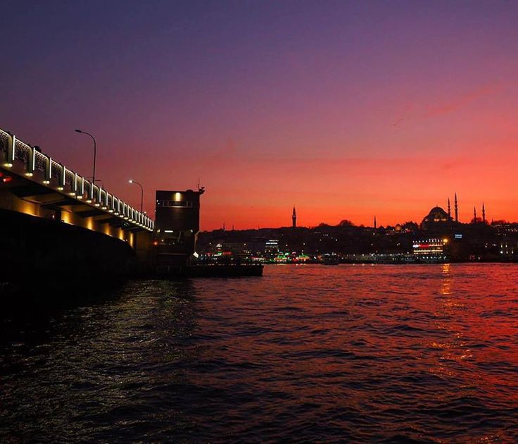 Galata Bridge is already one of the prettiest spots in Istanbul, and it's even better as the sun sets!