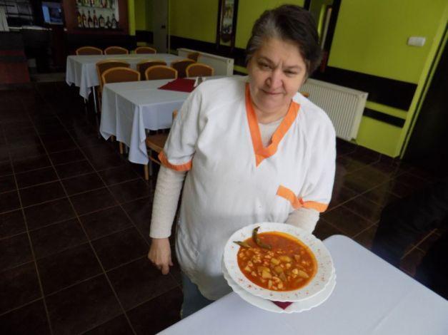 Secretele celui mai bun gulaş, dezvăluite de un bucătar din Ţinutul Secuiesc. Cei care gustă acest delicios fel de mâncare nu se lasă până nu obţin reţeta | adevarul.ro