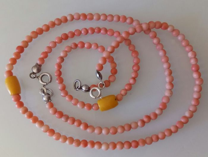 Catawiki online auction house:  delicate old set genuine mediterranean coral necklace and bracelet