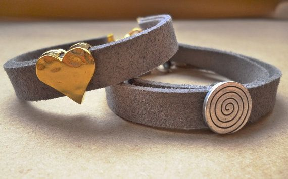 Grey suede bracelet with gold tone hammered heart by GIASEMAKI