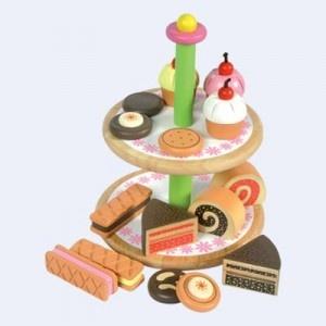 15 heerlijke taartjes op een mooie Houten standaard.    Een echte high tea met de vriendinnen.