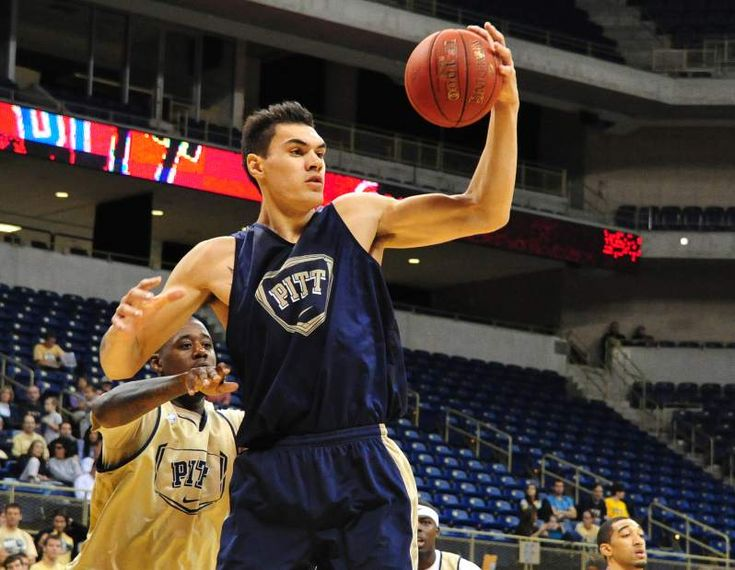 Highly touted freshman Adams impresses at Pitt Basketball scrimmage |