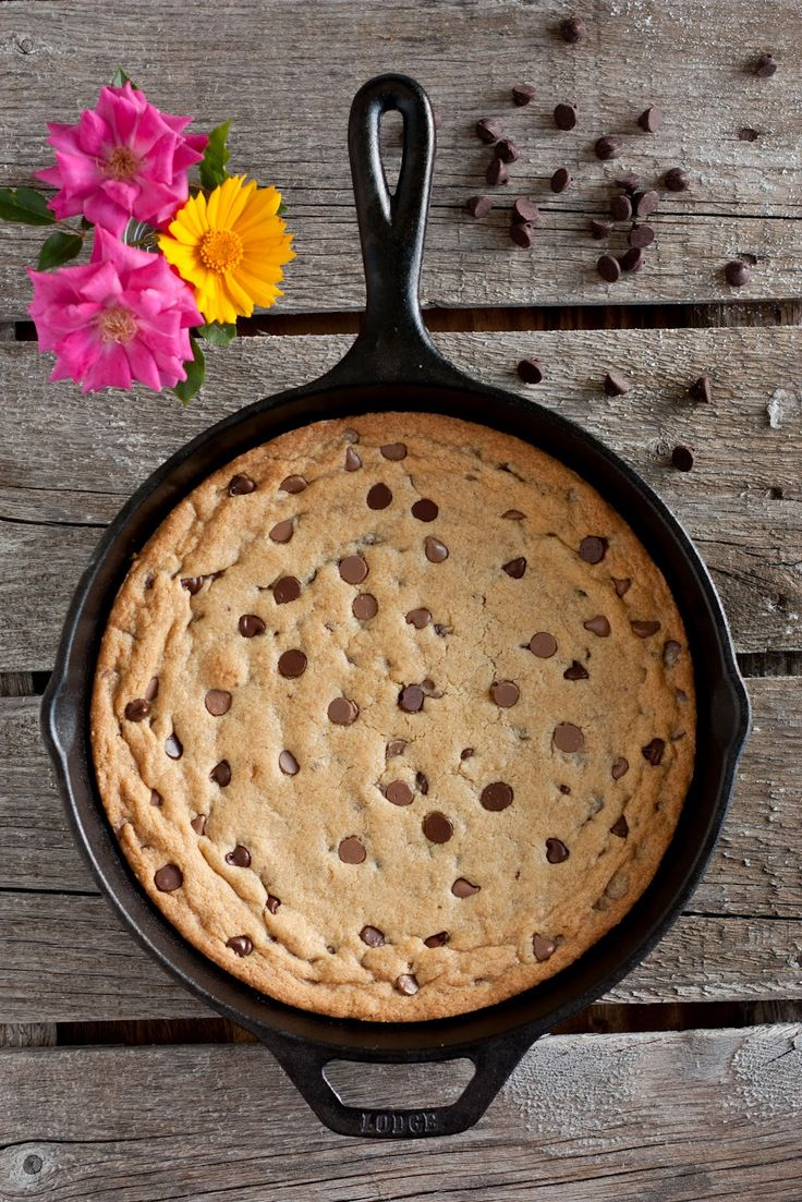 Cast Iron Skillet Chocolate Chip Cookie. Nummy nummy!!