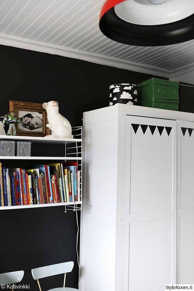 kaappi,säilytys,ikea,teippi,kuvio,printti,hylly,seinähylly,maalattu seinä,kori,kirja,koululaisen huone,nuoren huone,lastenhuone