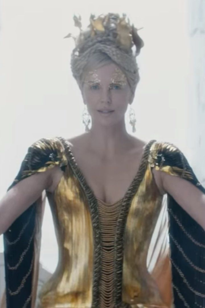 Emily Blunt and Charlize Theron Battle It Out in the New Huntsman Trailer