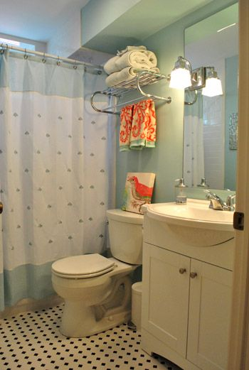 Bathroom decor: Design Inspiration, Colors Combos, Guest Bathroom, Bathroom Inspiration, Small Bathroom, Lights Airy, Airy Bathroom, Towels Racks, Bathroom Decor