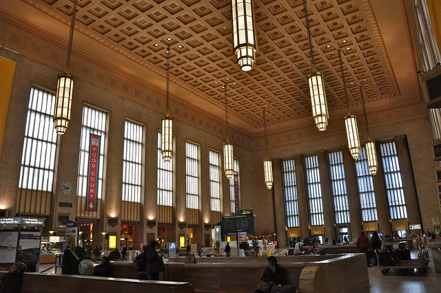 how to get from philadelphia airport to train station