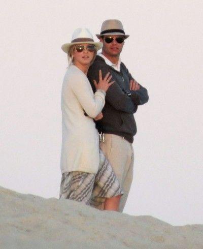 "Virginal Julianne Hough Feared Dating ""Old, Scary"" Ryan Seacrest"