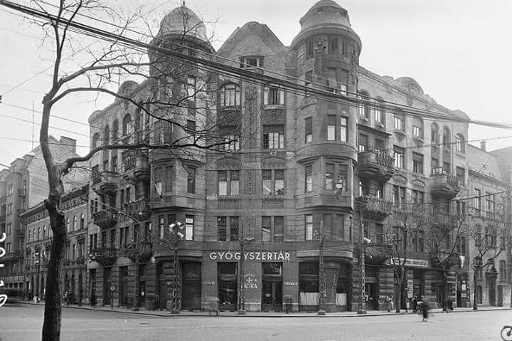 1958. Ajtósi Dűrer sor, Dózsa György út sarok.