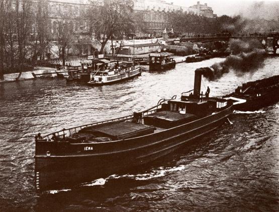 Remorqueur et péniche sur la Seine, 1895